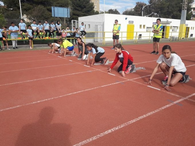 Ocho colegios disputaron la final de la V Liga Municipal de Atletismo Intercentros