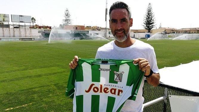 Abel Gómez entrenador del Atlético Sanluqueño.